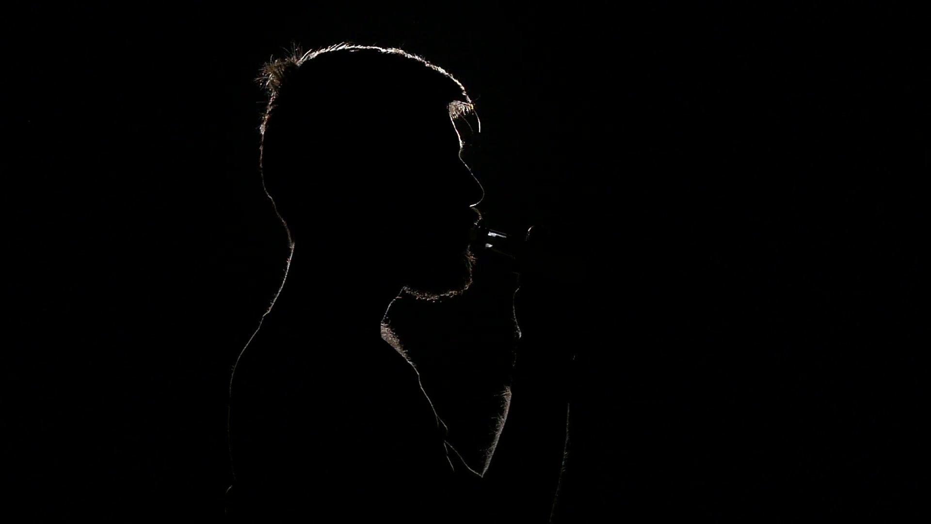 sad man smoking electronic cigarette black silhouette slow motion shmwzxdu  f0000.png?resize=300,169 - 담배를 너무 맛있게 피워 보건복지부에서 연락까지 온 배우