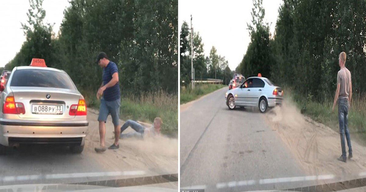 taxi.jpg?resize=1200,630 - Un chauffeur de taxi en colère jette un passager hors de la voiture parce qu'il jettait des détritus hors de la fenêtre