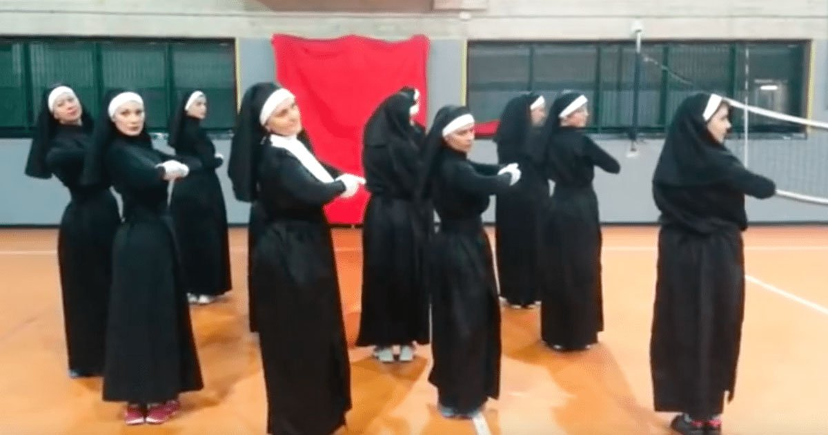the amazing zumba performance of these nuns will make your day.jpg?resize=412,232 - Esta incrível performance de zumba feita por freiras fará seu dia