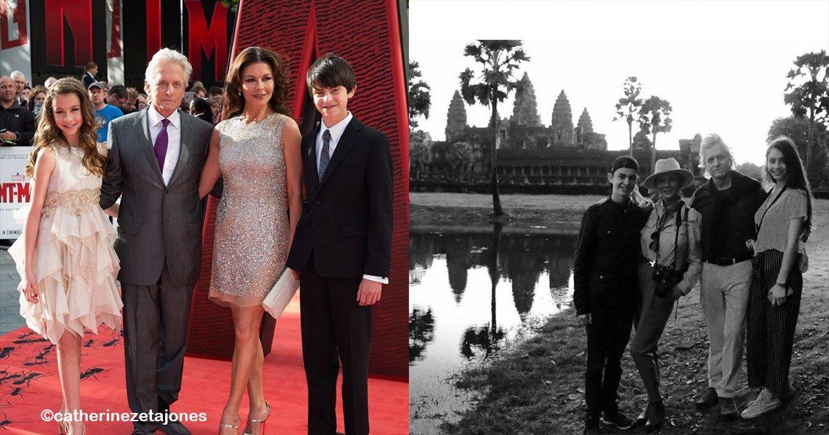 untitled 1 1.jpg?resize=300,169 - Impactante fotografía en donde los hijos de Catherine Zeta Jones, se ven idénticos a sus padres.