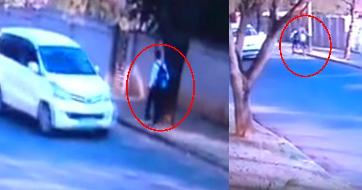 untitled 1 17.jpg?resize=636,358 - Câmera de segurança flagra momento que dois homens sequestram jovem de 21 anos perto do Parque Rembrandt em Joanesburgo