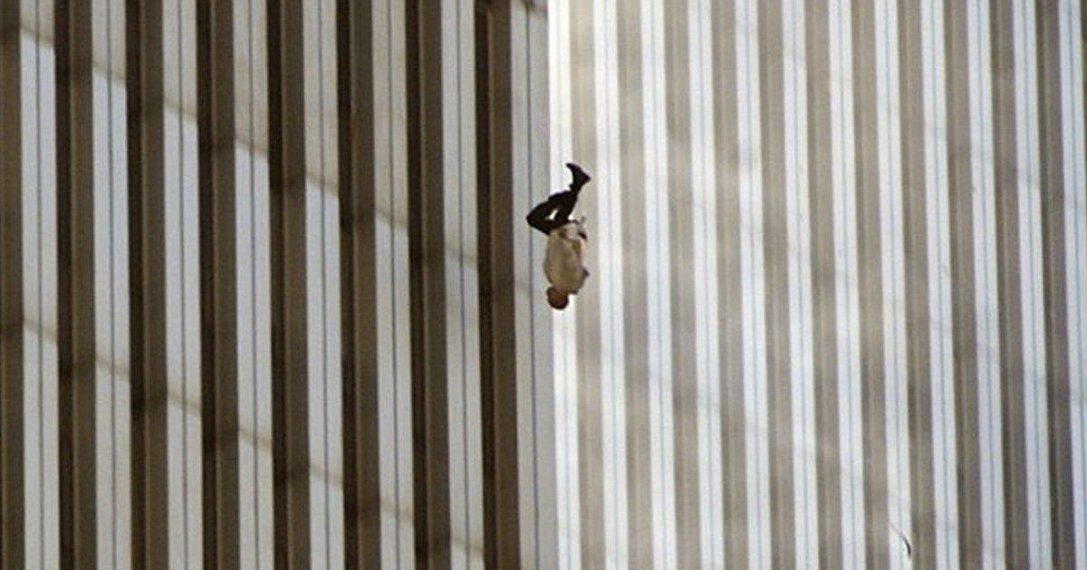 untitled 1 22.jpg?resize=648,365 - 전세계 충격에 빠지게 한 '9.11테러' 당시 사진들