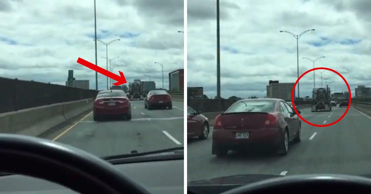 untitled design 33 1.png?resize=412,275 - Motorista vê rosto de Jesus na traseira de um caminhão