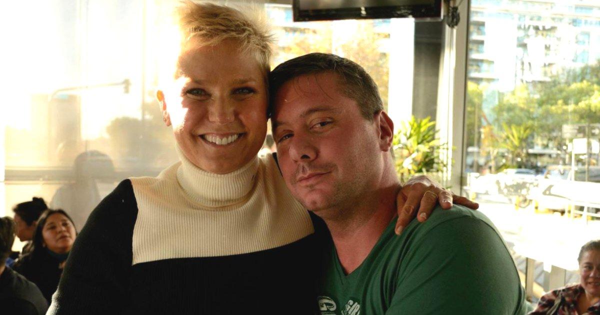 xuxaehernan.png?resize=636,358 - Fã de Xuxa morre após passar mal ao receber apresentadora na Argentina