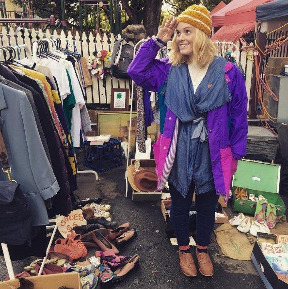La industria de la moda es la tercera industria más contaminante del mundo. Comprar ropa reciclada, de segunda mano, evita que acabe en el vertedero.