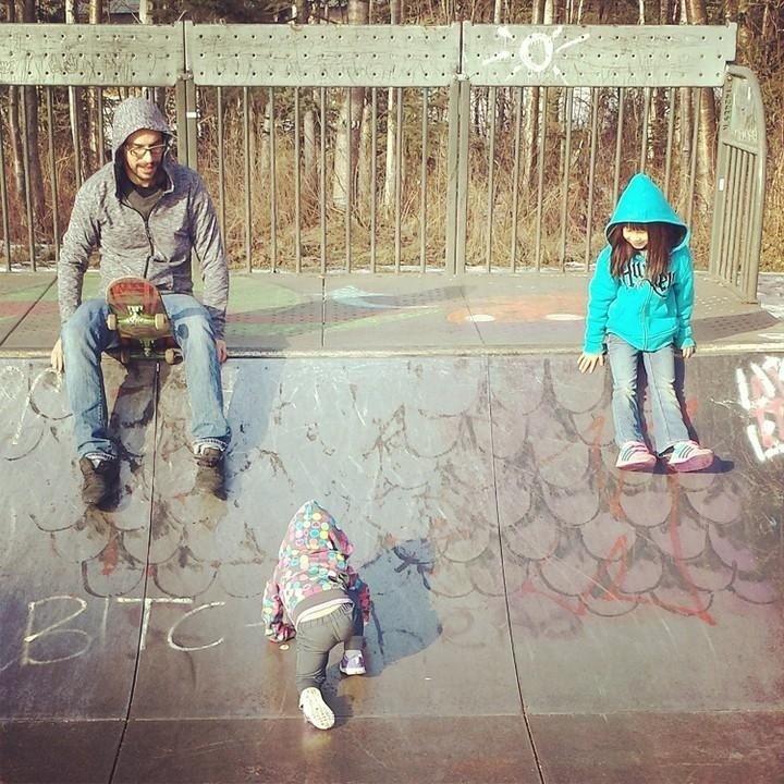 """""""Fotrografía de mi hija gateando, parece que está escribiendo un insulto"""". – foresttravestys, Reddit"""