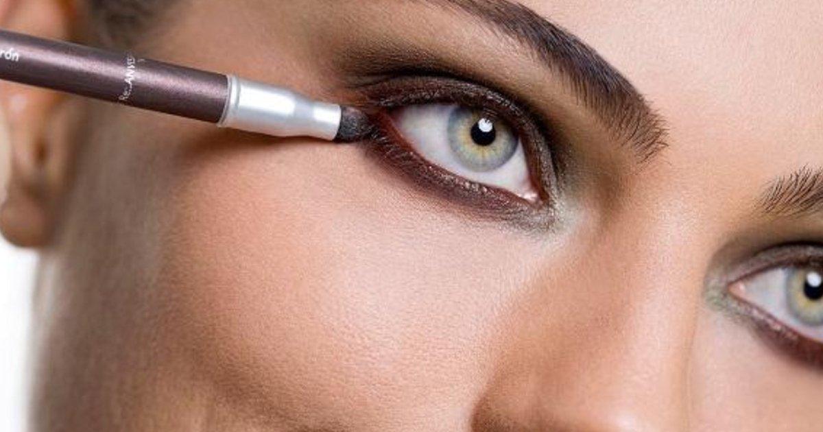 3 52.jpg?resize=412,232 - Los maquilladores compartieron 10 errores de maquillaje que envejecen a las mujeres