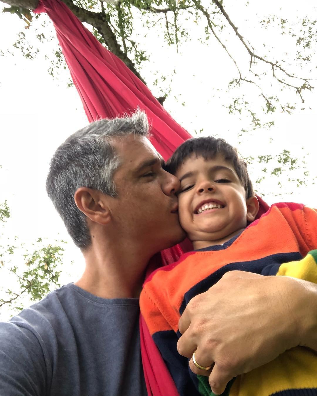 39047505 312242702859815 4035777663342739456 n.jpg?resize=648,365 - Márcio Garcia posta foto do filho nu e gera polêmica: Inapropriado ou inofensivo?