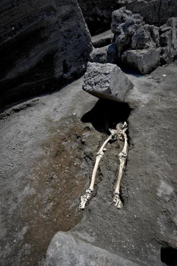New Skeleton Found In Pompeii: This Guy Was Running From The Eruption, When A 300 Kg Boulder Hit Him Right In The Face
