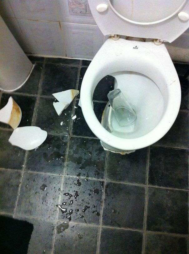 Glass 1:0 Toilet