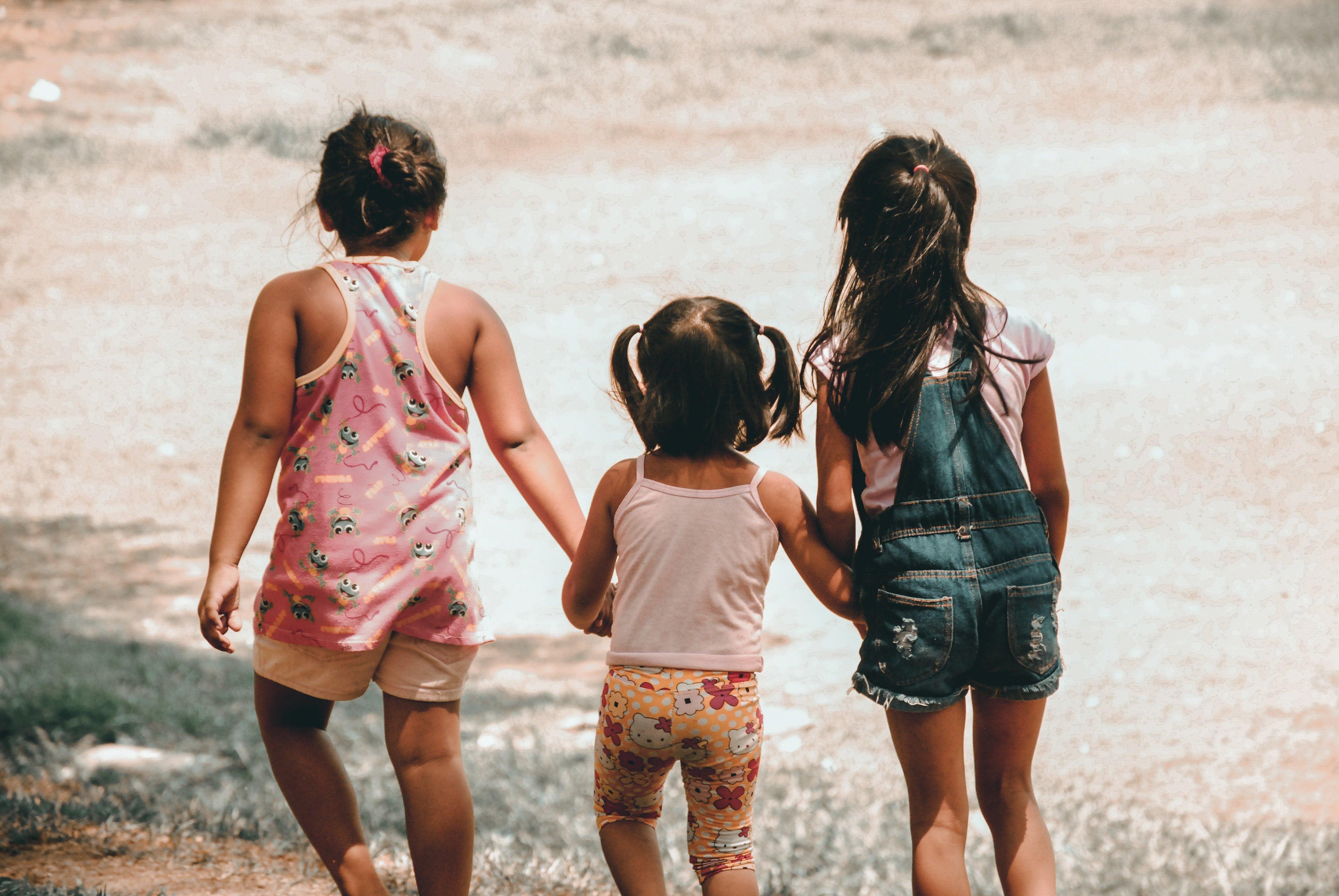 charlein gracia 683300 unsplash.jpg?resize=636,358 - Ciência afirma que o filho do meio dá mais trabalho que seus irmãos: Entenda o motivo!