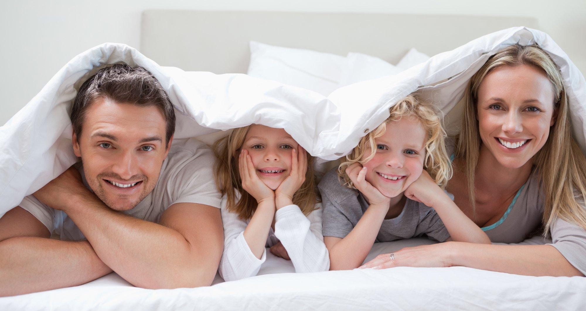 depositphotos 11211723 l 2015.jpg?resize=1200,630 - Ce lit de taille gigantesque est parfait pour accueillir toute la famille... ou une équipe de foot!