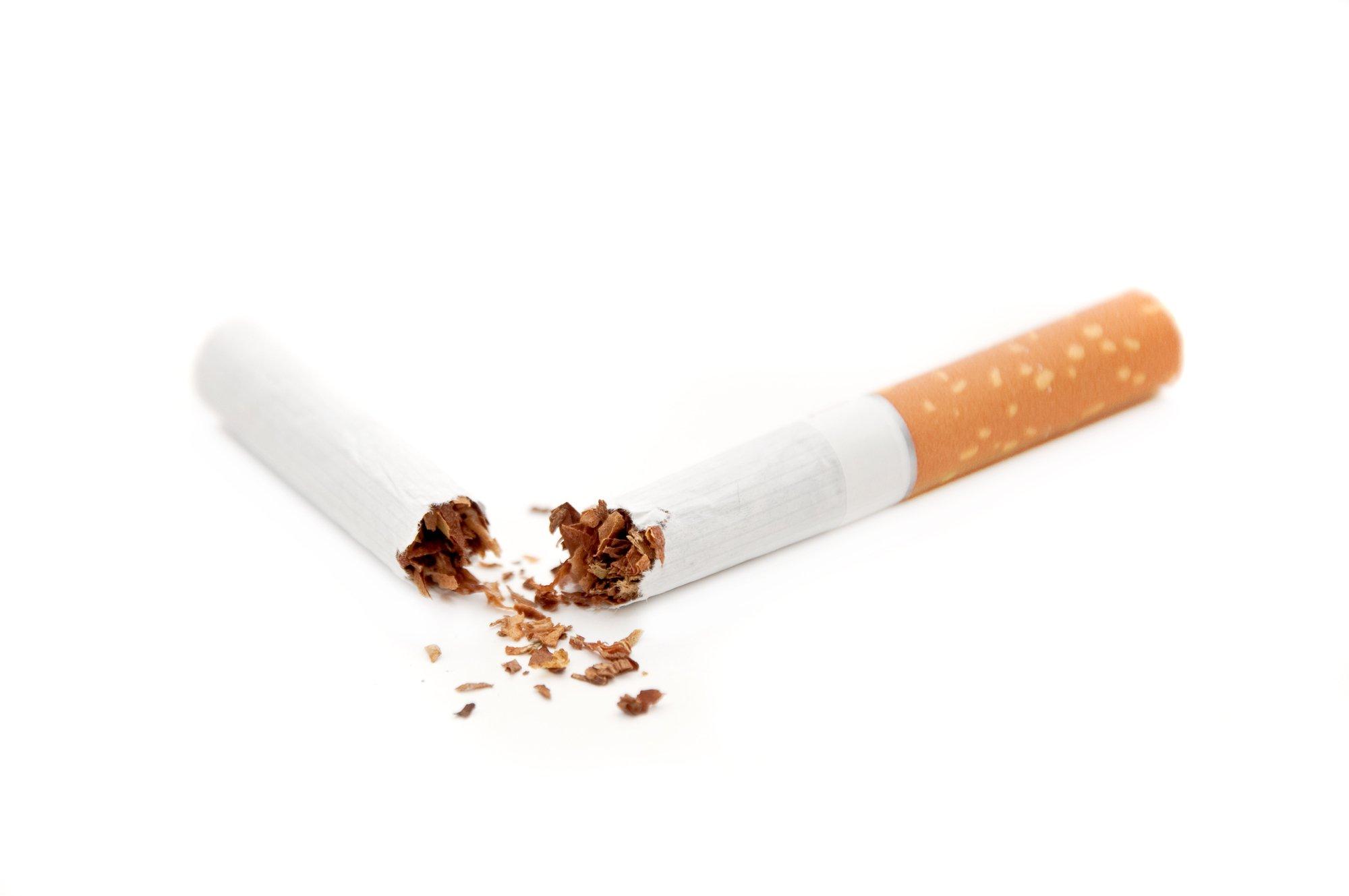 depositphotos 3902944 l 2015.jpg?resize=648,365 - Les mégots de cigarettes, l'autre menace pour nos océans.