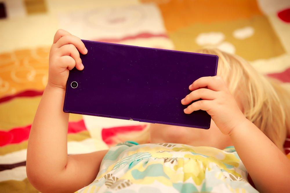depositphotos 79843064 m 2015 1.jpg?resize=412,232 - Un neuropsychiatre tire la sonnette d'alarme dans le but de protéger les enfants : « Pas d'écran du tout avant trois ans »: