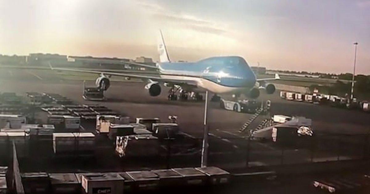 divya4 10.png?resize=300,169 - Un moteur Jumbo Jet de 31 millions € est détruit à cause d'un conducteur impatient alors que le Boeing se trouvait dans l'aire de stationnement