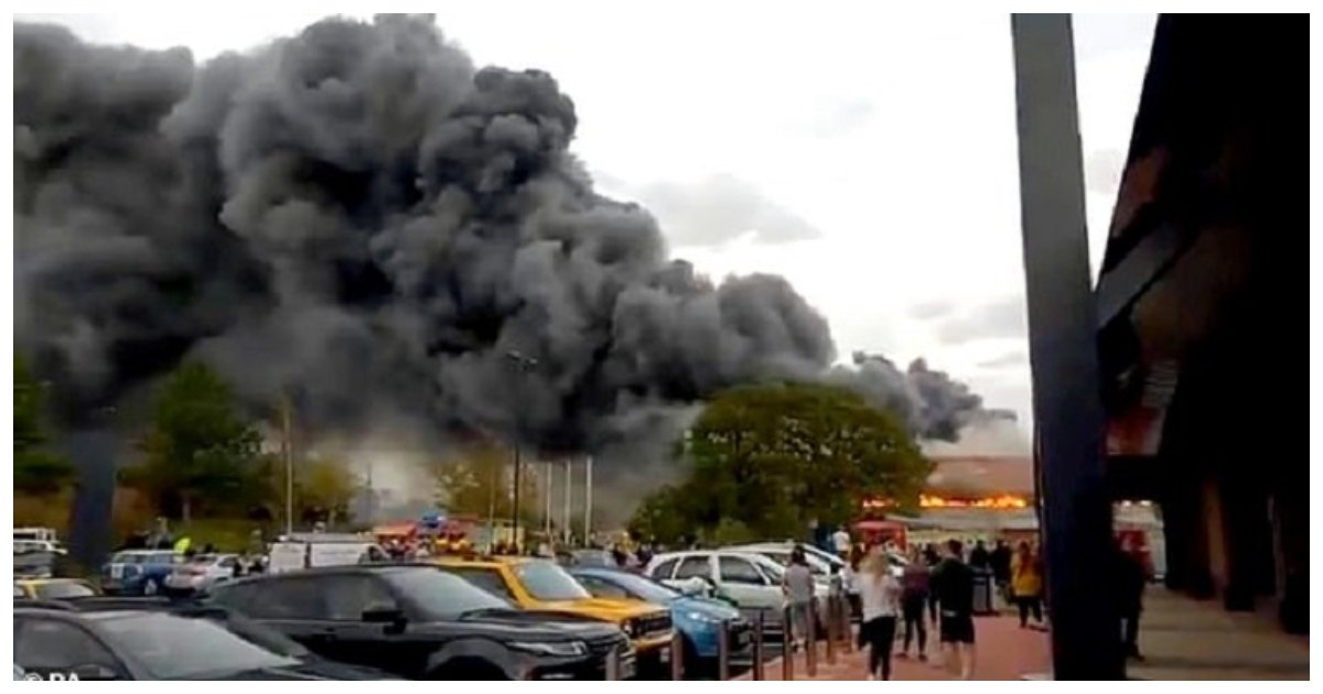 fire.jpg?resize=412,232 - McDonald's Staff Refused Free Drinks To Firefighters Who Had Just Put Out Large Fire Nearby