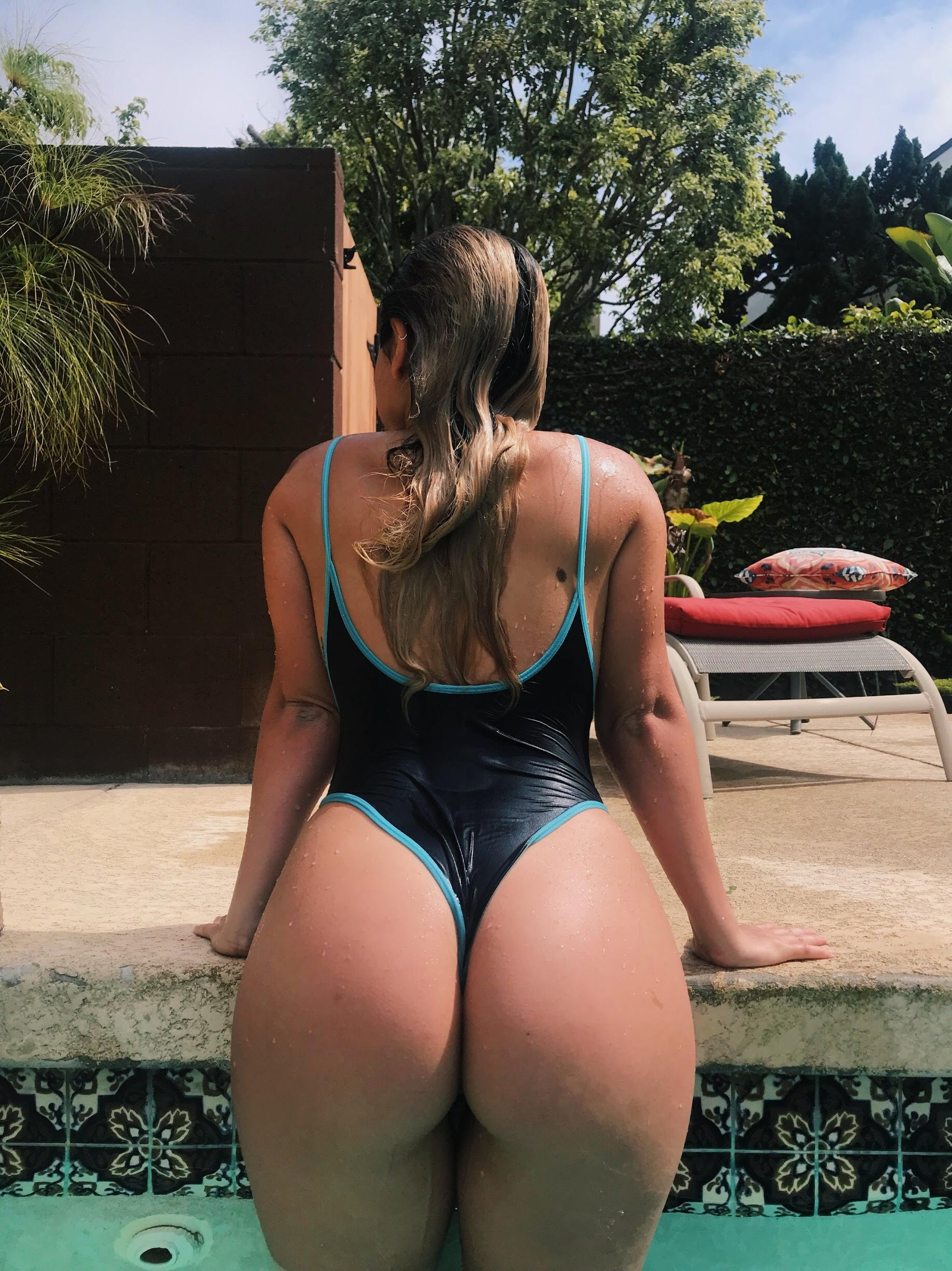 Girl after growing her glutes