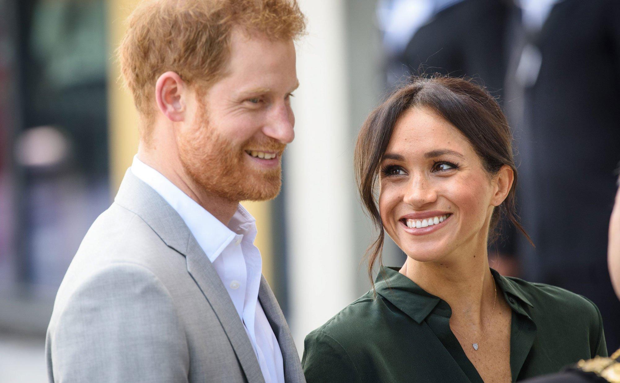 harrymeghan oct15.jpg?resize=636,358 - Filho de Harry e Meghan poderá não ter um título real? Descubra aqui o porquê!