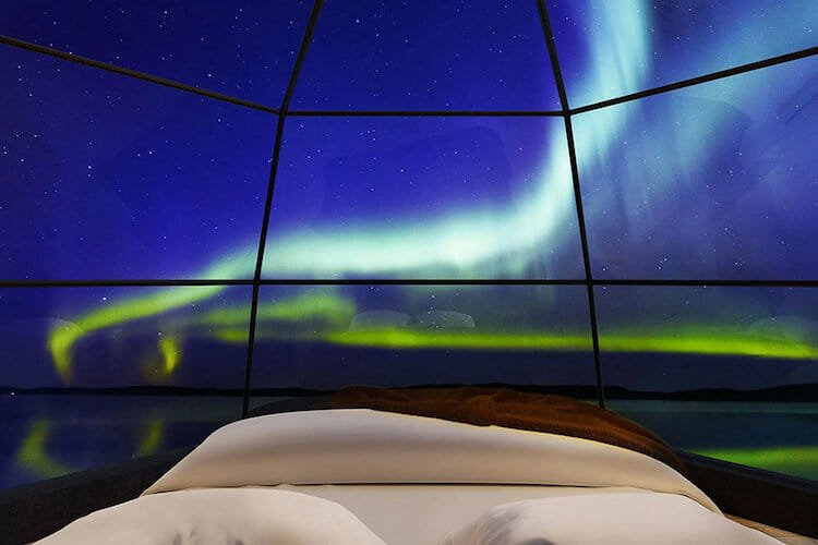 iglus de lujo 4 finlandia arquitectura disencc83o naturaleza viajes turismo belleza auroraboreal.jpg?resize=412,232 - Vista mais linda do mundo: Aurora boreal em um iglu de vidro na Finlândia