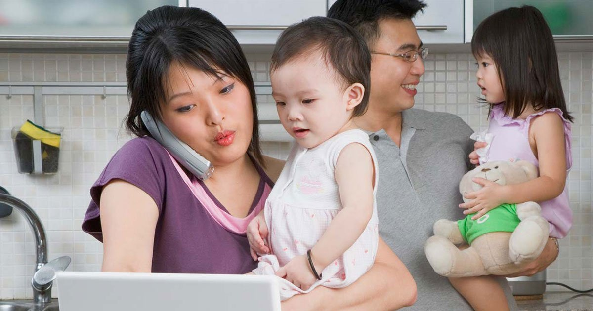 j 1.jpg?resize=412,232 - New Study Found Working Parents Spend A Whole Extra Working Day To Get Kids Ready For School