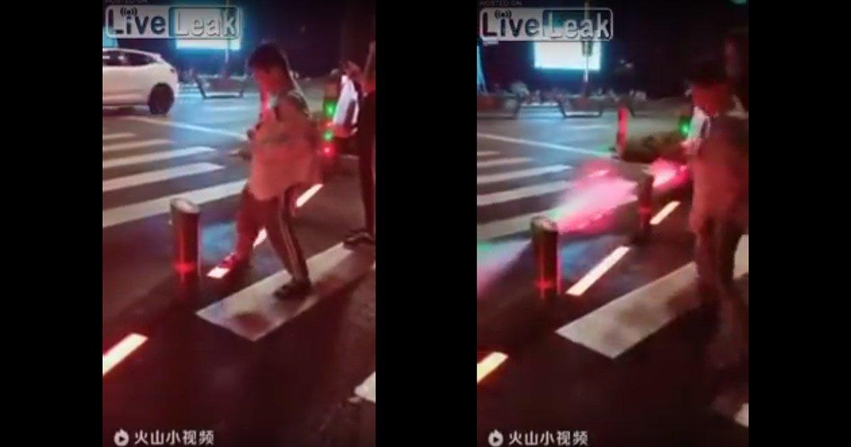 mainphoto china.jpg?resize=1200,630 - En Chine, un dispositif mis en place pour décourager les piétons de traverser au rouge.