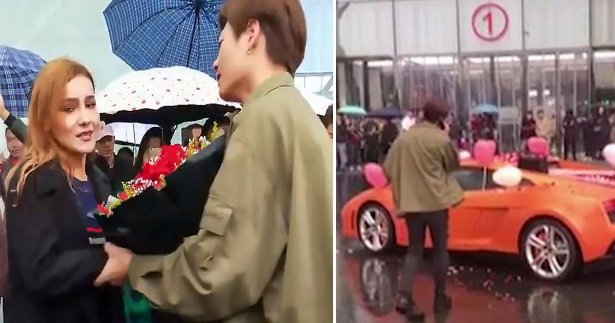 man proposal rejected.jpg?resize=300,169 - Une femme refuse la demande en mariage d'un homme riche faite en public avec une Lamborghini et des fleurs