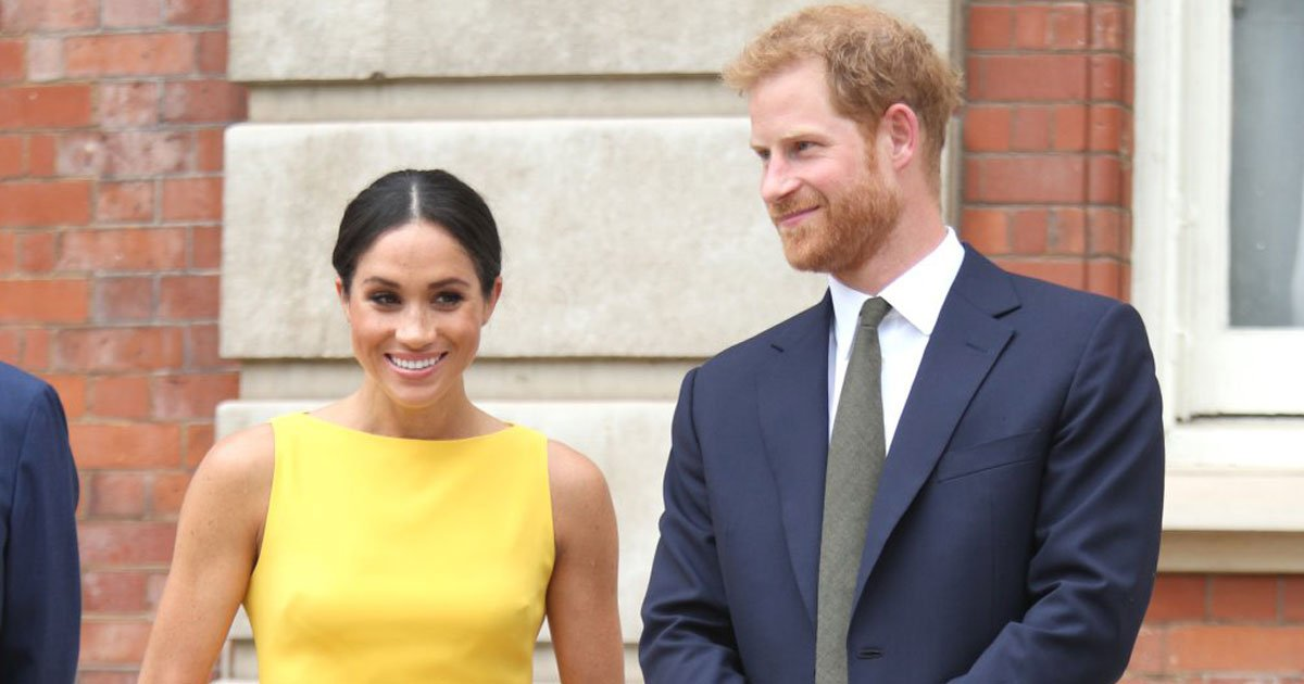 meghan harry 1.jpg?resize=412,232 - Prince Harry And Meghan Markle's Private Jet Hit By Lightning