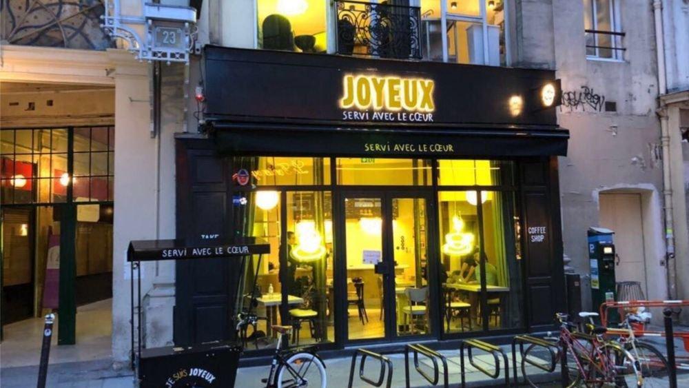 o2.jpg?resize=636,358 - Ce nouveau café parisien n'embauche que des personnes atteintes d'autisme ou de trisomie.
