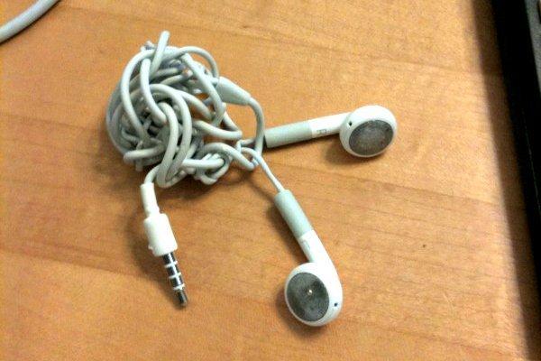 Résultat d'image pour Les scientifiques découvrent pourquoi les écouteurs sont toujours emmêlés