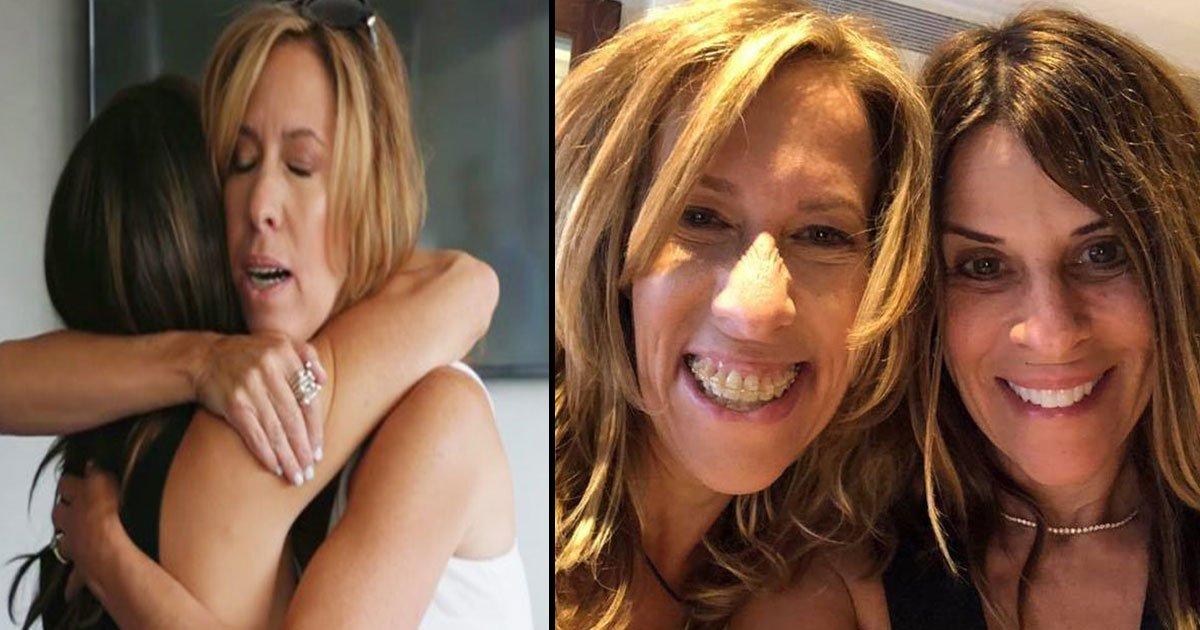 untitled 1 83.jpg?resize=1200,630 - Une femme de 54 ans réunie avec sa jumelle identique après avoir visionné le documentaire Three Identical Strangers