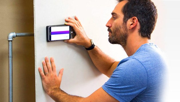 walabot1.jpg?resize=412,232 - Incrível: Dispositivo no celular mostra o que há dentro das paredes da sua casa
