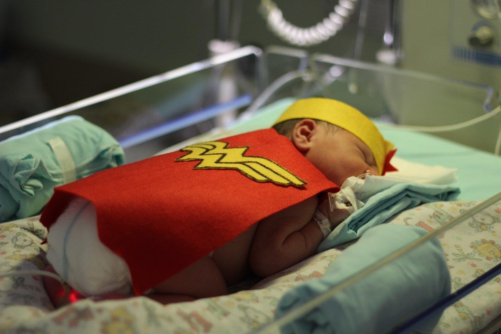 whatsapp image 2018 10 12 at 14 29 39.jpeg?resize=636,358 - Bebês de UTI neonatal são vestidos como super-heróis para celebrar o Dia das Crianças