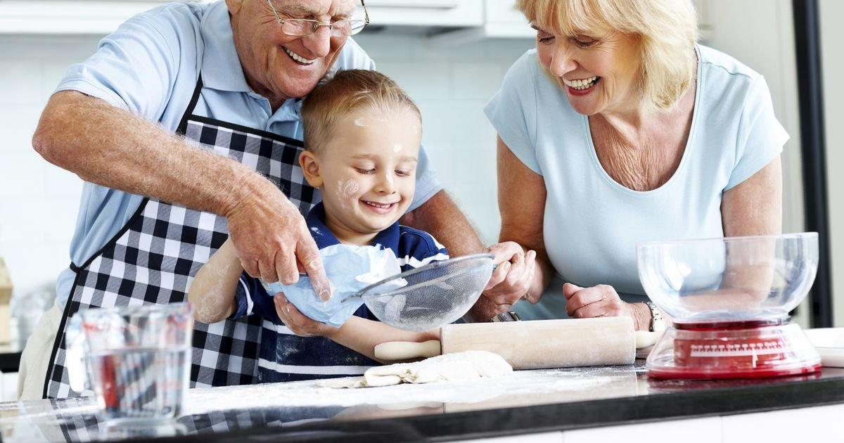 y4.jpg?resize=1200,630 - Garder ses petits-enfants peut aider les personnes âgées à vivre plus longtemps et en meilleure santé.