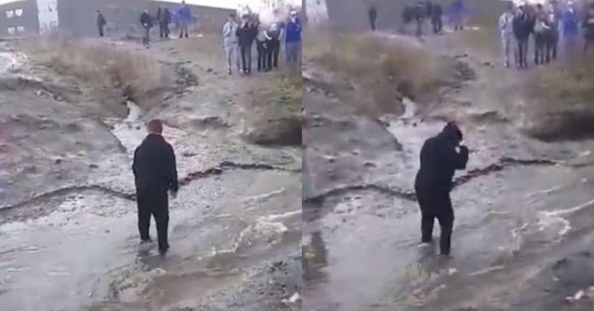 1 201.jpg?resize=412,232 - 靴が濡れるからと、同級生を「人間の橋」にして川を渡る中学生