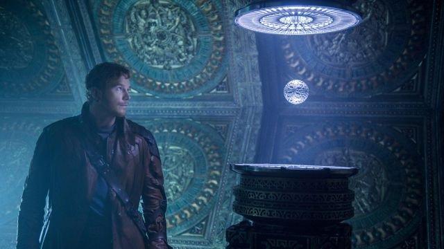 Resultado de imagen de star lord holding infinity stone