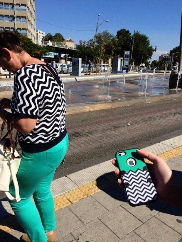 24 Funny Photos Of People Who Accidentally Dressed Like Their Surroundings