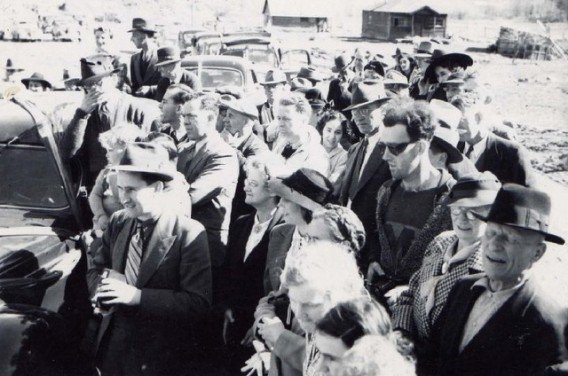 「1941年のセレモニーに現れたヒップスター」の画像検索結果