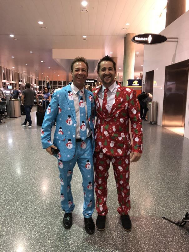 Flying Home For The Holidays Dressed To Surprise The Family. Before The Flight, I Met This Stranger At The Airport. Instant Best Friends