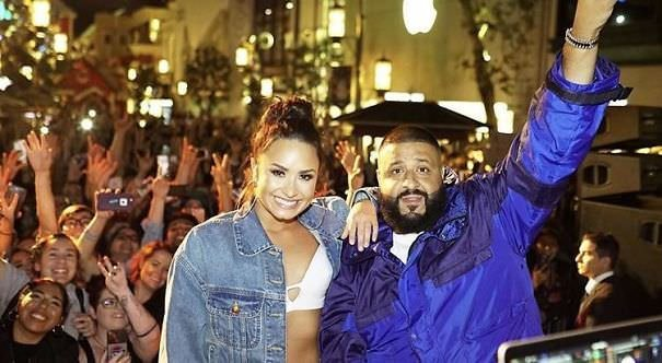 Canopy In The Background Makes It Look Like Dj Khaled Just Graduated