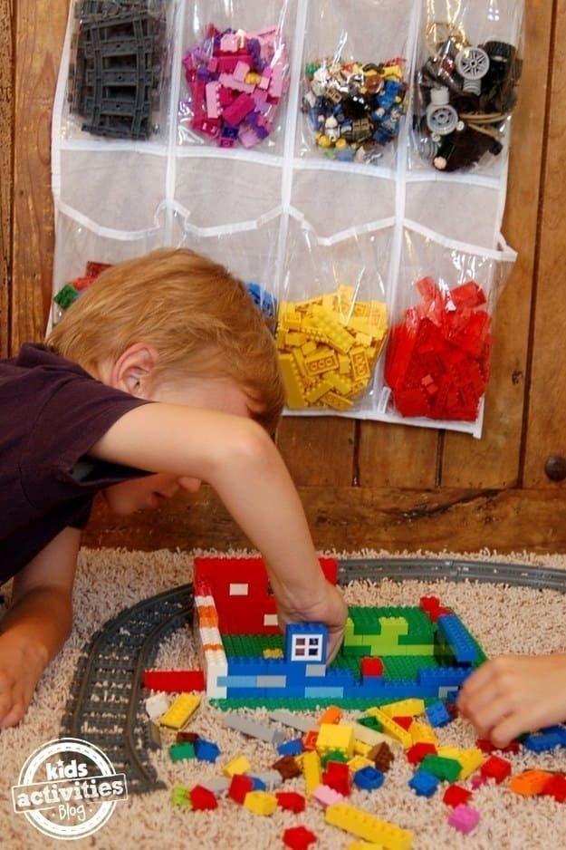 So kann dein Kind seine Legosteine auch ganz leicht selbst aufräumen und wiederfinden.
