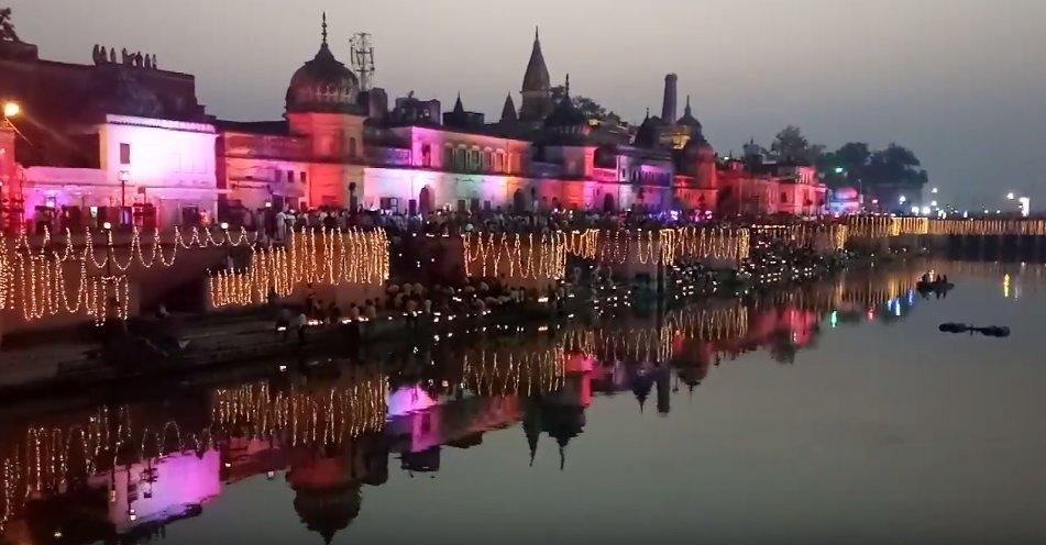 capture decran 2018 11 07 a 16 13 30.png?resize=1200,630 - La ville indienne de Ayodhya allume 300 000 lampes simultanément pour un record du monde.