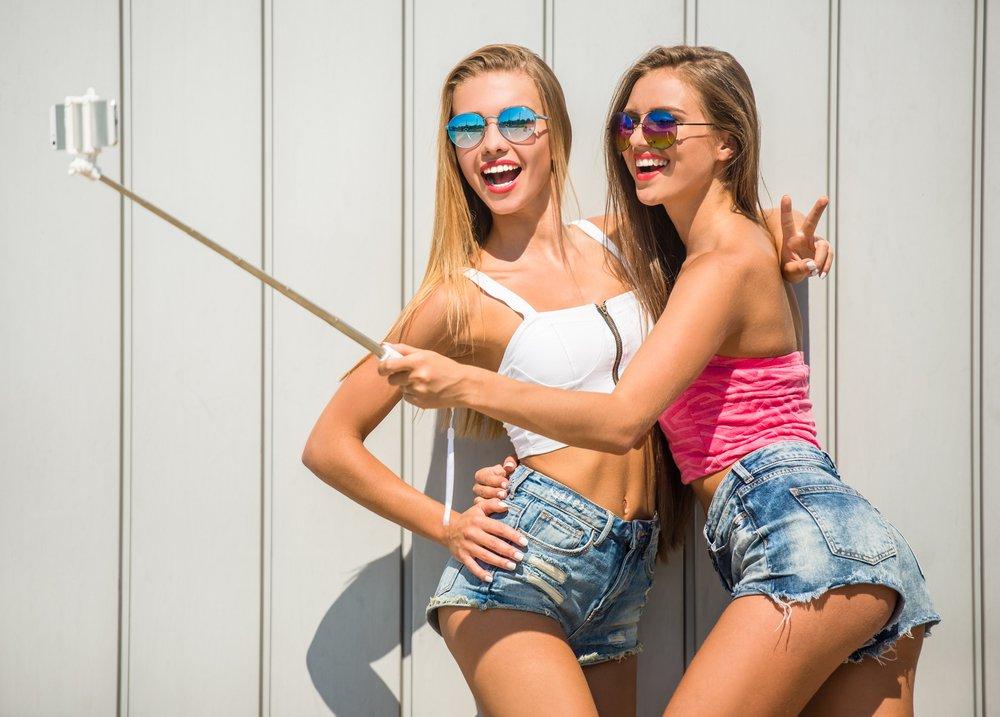"depositphotos 83813866 m 2015.jpg?resize=412,232 - ""Snapchat dysmorphia"" : Selfies, filtres photo conduisant les gens à la chirurgie plastique"