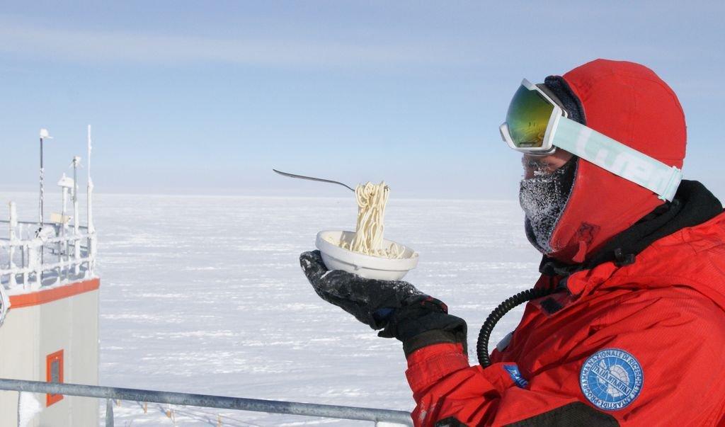 doauckbxgaal39m jpg large.jpg?resize=300,169 - Il tente de cuisiner en Antarctique : voici le résultats en photos.