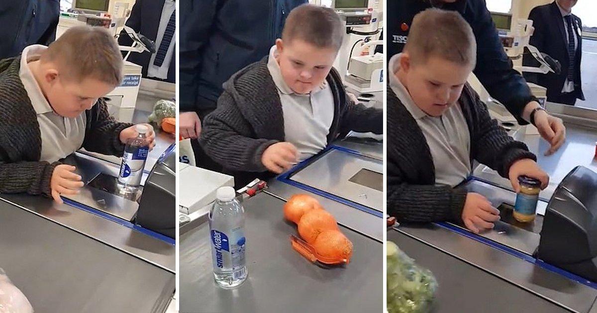 gssss.jpg?resize=412,232 - Un geste incroyable de la part du personnel de Tesco qui ouvre une caisse pour permettre à un garçon atteint du syndrome de Down de scanner ses produits