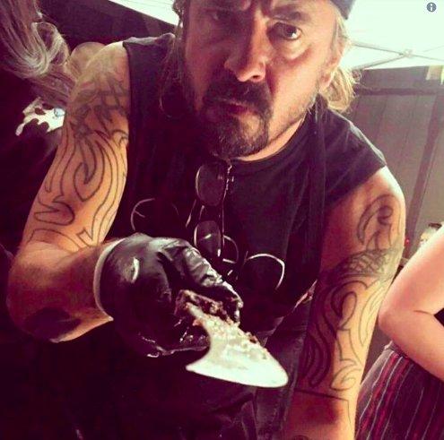 img 5beda8ce9645b.png?resize=412,232 - Dave Grohl dévoile son premier gros achat une fois que Nirvana est devenu célèbre