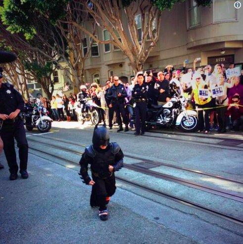 """img 5beecebbc0275.png?resize=412,232 - Batkid déclaré sans cancer 5 ans après avoir """"sauvé"""" San Francisco"""