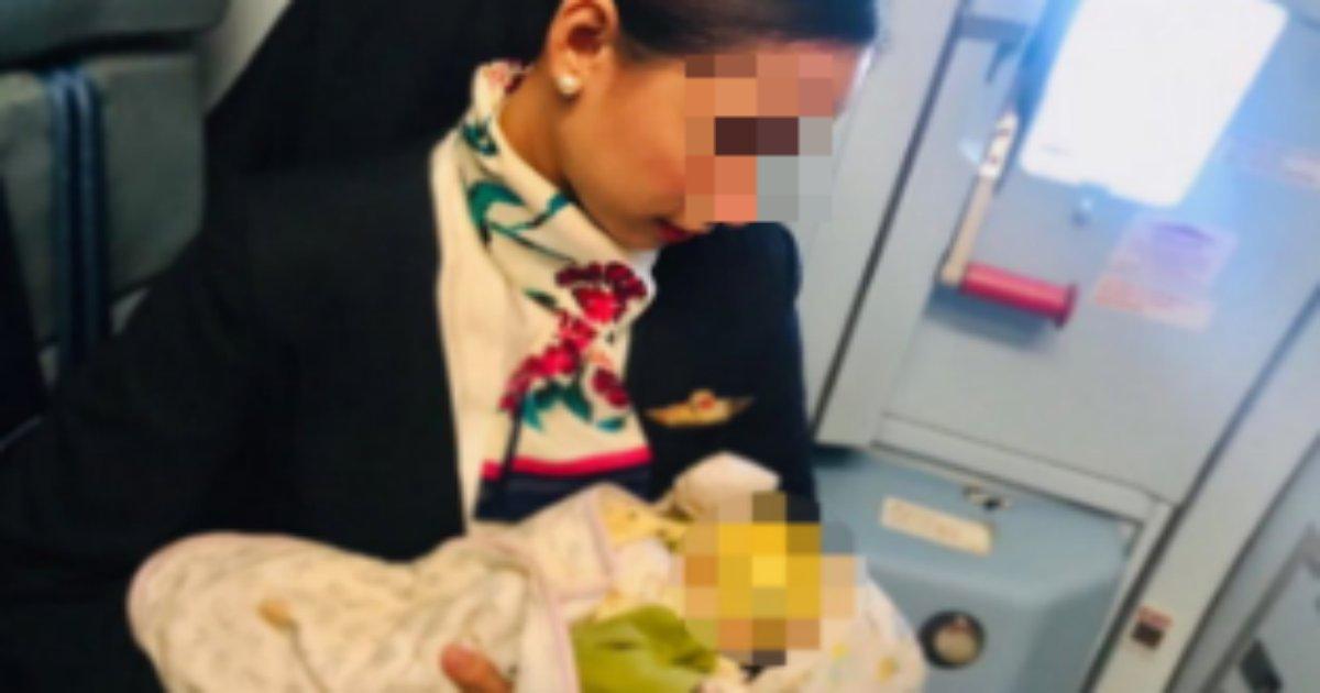 jyunyu 1.png?resize=1200,630 - 飛行機の中でお腹が空いたと泣きじゃくる赤ちゃんに授乳をする客室乗務員に反響