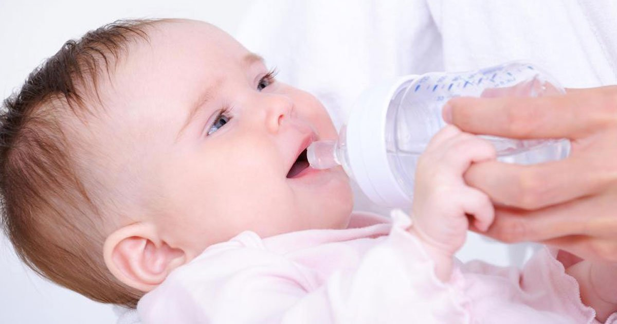 never give baby water.jpg?resize=1200,630 - Experts Warn That Giving Your Baby Water Could Kill Them
