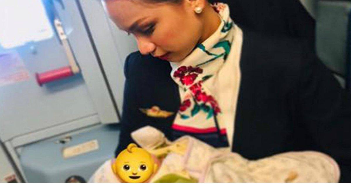 organo.jpg?resize=1200,630 - Une hôtesse de l'air allaite le bébé affamé d'une passagère en plein vol
