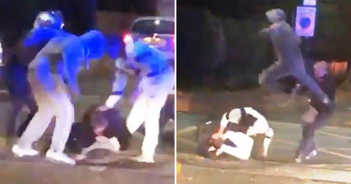 police5.png?resize=300,169 - Des malfrats ont renversé deux policiers pendant que des gens passaient devant eux sans les aider